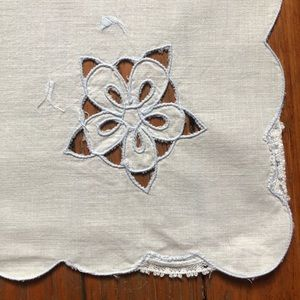 Other - 8 Vintage White Napkins With A Floral Cutout